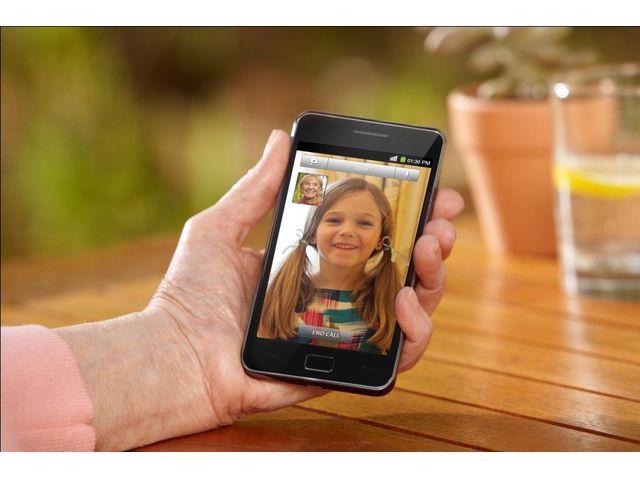 obsah balení Samsung Galaxy S II + náhradní originální nabíječka